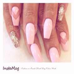 Manucure adorable pour le printemps , classe frais et rose ! #iloveit #pink #rose #onglesrose #pinknails #roseclair #gold #doré #paillettes #glitters #pinkday #colorsweek #Spring2016 #FashionisInside