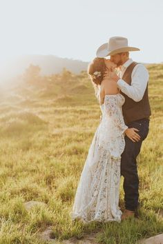Boho meets western wedding style wedding pictures Free-Spirited California Countryside Wedding at a Private Ranch in Santa Ynez Country Wedding Invitations, Country Wedding Dresses, Black Wedding Dresses, Country Weddings, Western Weddings, Vintage Weddings, Cowgirl Wedding Dresses, Western Wedding Ideas, Western Bridesmaid Dresses