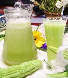 JUICE TO REDUCE BLOOD SUGAR LEVEL Bitter gourd/melon is one of the best insulin-like vegetable that is very suitable to bring down blood sugar level in diabetics. Reduce/eliminate harmful foods: Processed/refined foods, flour and sugar products, dairy Diabetic Smoothies, Diabetic Drinks, Diabetic Recipes, Healthy Juices, Healthy Drinks, Diabetes Tipo 1, Beat Diabetes, Diabetes Food, Reduce Blood Sugar