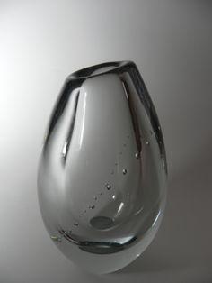vase by Gunnel Nyman, Helminauha, Finland Glass Transition, Scandinavian Art, Vintage Vases, Art File, Glass Ceramic, Modern Glass, Nordic Design, Glass Design, Colored Glass