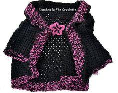 Cape, chauffe-épaules noir et violet, au crochet fait main, fleur broche, et mitaines