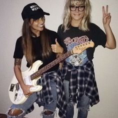 Check out our top couples Halloween costume ideas. From funny costumes to famous couples to historical costumes, this mom here has some great inspiration. Unique Couple Halloween Costumes, Halloween Inspo, Cute Halloween Costumes, Halloween 2017, Diy Costumes, Adult Costumes, Halloween Party, 90s Costume, Group Costumes