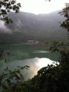 Alegrias lagoon inside Volcano Tecapa | http://mailto:suchitoto....