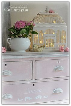 Birdcage Light - we cpuld easily put tealights or twinkle lights inside a cage like this! Shabby Chic Pink, Shabby Vintage, Shabby Chic Decor, Birdcage Light, Recycling, Bird Cages, Bird Feeders, Little Girl Rooms, Cottage Chic