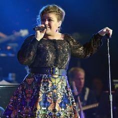 Durante show, Kelly Clarkson anuncia que está grávida do seu segundo filho #Cantora, #Casamento, #Grávida, #Gravidez, #Kelly, #Luz, #Novidade, #Novo, #SegundoFilho, #Show http://popzone.tv/durante-show-kelly-clarkson-anuncia-que-esta-gravida-do-seu-segundo-filho/