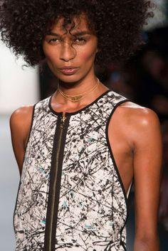 Coiffure afro défilé Artistix New York Fashion Week