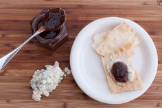 Rhubarb, vanilla, balsamic jam - with crackers and blue cheese crumbles, my favorite Sauces, Eat Seasonal, Home Food, Preserving Food, Blue Cheese, Diy Food, Vegan Gluten Free, Family Meals, Vanilla