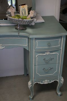 This gorgeous, vintage vanity came as part of set, along with two twin beds, a night stand and a dresser.  I decided to break up the se...