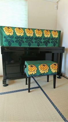 北欧マリメッコのマーライスルースで製作したボックス型のピアノアバ―。 大きめの柄が綺麗に入るように少し丈を長くしてあります。