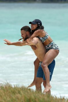 Stephen Ayesha Curry Beach Hawaii June 2017 | Stephen Curry Goes Shirtless For a Beach Day With Ayesha, and We Are All So Blessed | POPSUGAR Celebrity Photo 9 Stephen Curry Family, The Curry Family, Ayesha And Steph Curry, Ayesha Curry, Stephen Curry Shirtless, Nba Finals Game 1, Wardell Stephen Curry, Stock Photo Websites, Warriors Stephen Curry