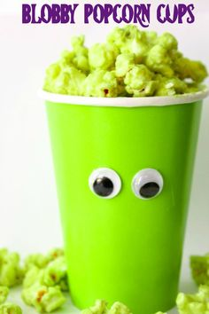 These salty and sweet Blobby Popcorn Cups are the perfect treat to enjoy while watching your favorite Hotel Transylania movie. Diy Halloween Food, Halloween Party Decor, Diy Party, Party Ideas, Hotel Transylvania Birthday, Chocolate Covered Popcorn, Popcorn Cups, Lolo, Birthday Parties