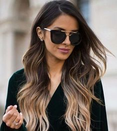 10 hair dyes for brunettes that you should try at 30 Balayage in caramel tones a totally violet dye or maybe some golden lights Black Hair Ombre, Blond Ombre, Brunette Ombre Balayage, Ombre Hair Color For Brunettes, Hair Color Balayage, Black Ponytail Hairstyles, Glamour Hair, Dark Hair With Highlights, Ombré Hair