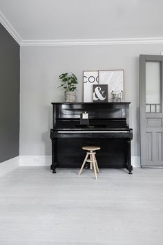 Here are 13 rooms featuring a piano. Piano Living Rooms, My Living Room, Home And Living, Piano Studio Room, Upright Piano Decor, Painted Pianos, Masculine Interior, Love Your Home, Decoration