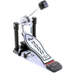 Un pedal actualizado de DW que ofrece múltiples diseños patentados, flexibilidad y una sensación increíblemente suave. Es un pedal con una acción suave que no requiere mayor esfuerzo para la ejecución.  -> Compra el tuyo en www.studiomusic.cl por $209.000