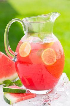 Smoothie és limonádé görögdinnyéből  A görögdinnye magas víztartalma miatt remek smoothie alap, de limonádét is készíthetünk belőle