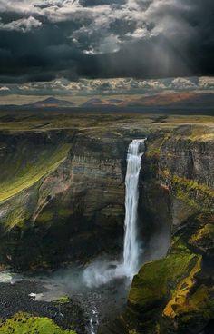 Una mirada a la cascada Haifoss en Islandia