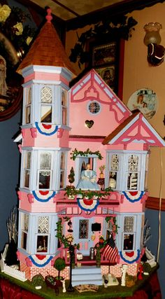 DEBBIE-DABBLE: Nelson Crest is all Decked Out for Summer!!! Beautiful Victorian Dollhouse.