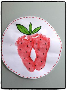 Fraises en empreintes de pied – Mes humeurs créatives by Flo Diy And Crafts, Crafts For Kids, Arts And Crafts, Infant Activities, Activities For Kids, Vegetable Prints, Red Day, Little Rose, Birthday Brunch