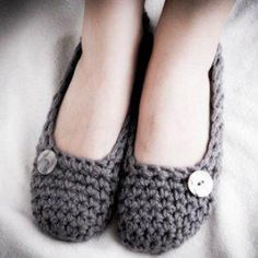Sweet little crocheted shoes.I want to learn to crochet for these shoes. Crochet Slippers, Knit Or Crochet, Learn To Crochet, Crochet Crafts, Yarn Crafts, Simple Crochet, Yarn Projects, Knitting Projects, Crochet Projects
