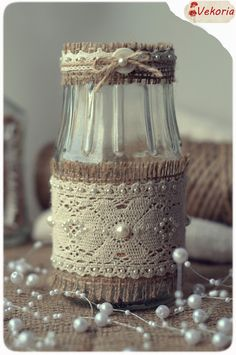 recycled jar with burlap, lace and pearls Diy Bottle, Wine Bottle Crafts, Mason Jar Crafts, Bottle Art, Mason Jars, Glass Bottle, Hobbies And Crafts, Diy And Crafts, Garrafa Diy