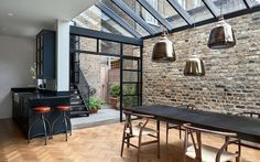 >> The architects chose Crittall-style glazing to encase the single-height space. These black gridded frames also encompass a mono-pitched glass roof. Highbury Hill extension by Blee Halligan Architects. We love the bare brick at reroom uk Victorian Terrace House, Victorian Homes, Victorian London, Victorian House Interiors, Modern Properties, Property Design, London House, House On A Hill, House Roof