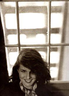 ActressPaulette Goddard.By: Tony von Horn,1935. La modernité de ce portrait est tout simplement stupéfiante.