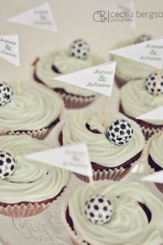 cute cupcakes. classy. Soccer Cupcakes, Cute Cupcakes, Theme Parties, Party Themes, Soccer World, Photoshop, Place Card Holders, Classy, Football
