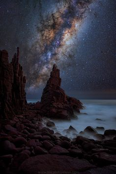 A collection of night sky images by Lincoln Harrison Photography Milky Way Photography, Landscape Photography, Nature Photography, Star Photography, Beautiful Sky, Beautiful World, Night Sea, To Infinity And Beyond, Long Exposure