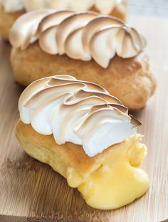 Lightning with lemon meringue Pasta Choux, Blitz, Dough Recipe, Food Inspiration, Sweet Recipes, Sweet Tooth, Dessert Recipes, Food And Drink, Cooking Recipes