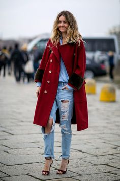 Let's delve into the best street style looks from Milan Fashion Week fall 2016 as presented below! Top Street Style, Street Style 2016, Street Styles, Street Chic, Casual Holiday Outfits, Christmas Outfits, Christmas Holiday, Early Spring Outfits, New Years Eve Dresses