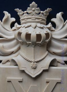 Family Crest carved in Wood | A Coat of Arms-Crest carved in wood, painted and gilded | http://www.patrickdamiaens.be
