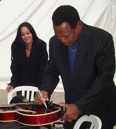 GeorgeBenson.com Benson first came to prominence in the 1960s playing soul jazz with the likes of Jack McDuff. Benson then launched a successful solo career, alternating between jazz, pop, R singing, and scat singing.