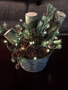rustic christmas Broad-minded Porch i - weihnachten Christmas Planters, Outdoor Christmas Decorations, Christmas Wreaths, Diy Christmas Arrangements, Christmas Porch Ideas, Christmas Centerpieces For Table, Cabin Christmas Decor, Burlap Christmas, Table Decorations