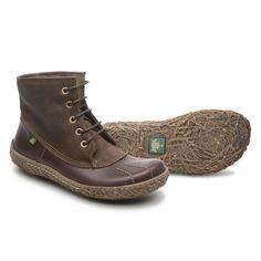 Sporty ankle boots of Nido Ella Line, outsoles inspired in bird´s nest... http://shop.elnaturalista.com/index.php?
