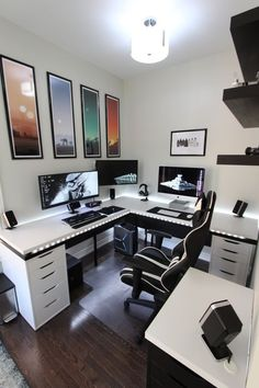 Battle station - Gaming Office If you are passionate about game, it's time to remodel your regular room into a video game room. Check out these amazing video game room ideas! Home Office Setup, Home Office Design, House Design, Office Ideas, Office Designs, Men Office, Office Table, Office Storage, Small Office Design