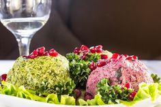 Ассорти: пхали из свеклы, стручковой фасоли и шпината - пошаговый рецепт с фото: В переводе с грузинского пхали — листовая капуста. Этим словом также обозначается и принцип приготовления овощной холодной закуски. Пхали можно делать из разных овощей и зелени. Основной компонент блюда — остро-пряная заправка из грецких орехов. Шеф-повар...