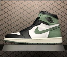 "864e9c5739f58e Air Jordan 1 Retro High OG ""Clay Green"" Summit White Black-Clay Green  555088-135"