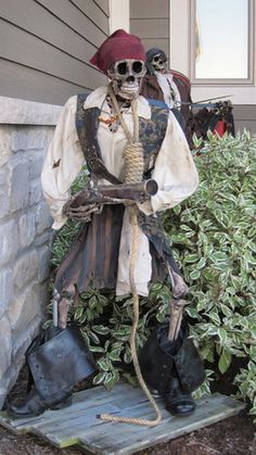 Prop Showcase: - Pirates - I invoke the right of Parley! Pirate Halloween Decorations, Pirate Halloween Party, Pirate Decor, Halloween Haunted Houses, Cute Halloween Costumes, Halloween Skeletons, Outdoor Halloween, Halloween 2019, Holidays Halloween