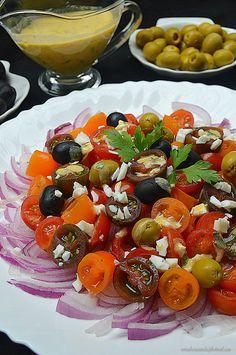 El tomate cherry es originario de América y cultivado desde comienzos del 1800 en lugares como Perú, Ecuador y Norte de Chile. Llegando a E...