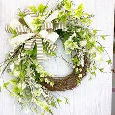 DIY Spring Decor - turn heads in your neighborhood with the best dressed door!