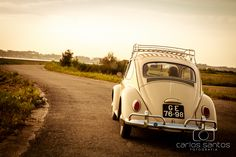 Ana & Diogo | #carlossantosfotografia #engagementsessions #sessõesdenoivado #love #happiness #inlove #couple #coupleinlove #carocha #fusca #smile #riadeaveiro #vwbeetle