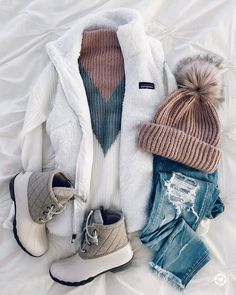 Clothes Fall Winter - 35 Casual Winter Outfits Ideas Can Wear to Work. - Clothes Fall Winter – 35 Casual Winter Outfits Ideas Can Wear to Work… Source by clothingandoutfits Source by WomenClothesFashionus - Komplette Outfits, Trendy Outfits, Ladies Outfits, Fashion Outfits, Winter Wear, Autumn Winter Fashion, Winter 2017, 2018 Winter Fashion Trends, Look Winter