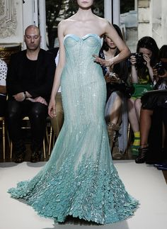 ilivebytherulesoffashion:  Versace  http://ilivebytherulesoffashion.tumblr.com/ (O.M.G., must own this gown and add sleeves!!!!!!)