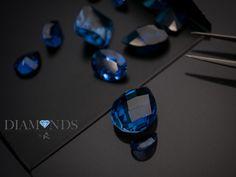 Nuestro mayor compromiso es la calidad de nuestros diamantes. Por ello, cada uno cuenta con un número de identificación grabado con láser. A su vez, dicho número va asociado a un certificado, en el cuál, se detallan todas las características del diamante. Rings For Men, Diamond, Jewelry, Certificate, Engagement, Printmaking, Diamonds, Men Rings, Jewlery