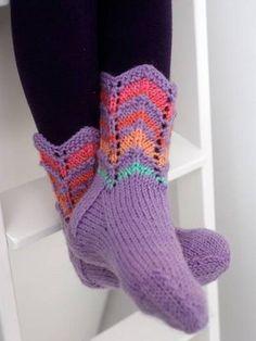 Lapsen siksak-neulesukat Knitted Slippers, Slipper Socks, Knitting Socks, Hand Knitting, Knit Socks, Fun Projects, Knit Crochet, Sewing, Pattern