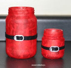 If you're looking for Mason jar Christmas ideas, consider this your lucky day. These Santa Candles Mason Jar Christmas Crafts are appropriate for all ages, so gather up the kids and get them in the mood to get creative. Diy Xmas, Mason Jar Christmas Crafts, Homemade Christmas Gifts, Christmas Candles, Mason Jar Crafts, Christmas Crafts For Kids, Winter Christmas, Holiday Crafts, Christmas Decorations