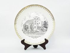1957 l'assiette décorative - Rhythm de Homer Laughlin - Garniture fantaisie or - deuxième Christian Reformed Church - Lynden Washington - années 1950