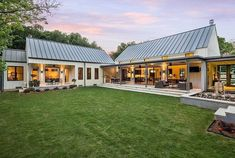 Modern barn house modern barn house plans modern farmhouse o Modern Farmhouse Design, Modern Farmhouse Exterior, Farmhouse Style, Farmhouse Architecture, Texas Farmhouse, Farmhouse Ideas, Vernacular Architecture, French Farmhouse, Farmhouse Windows