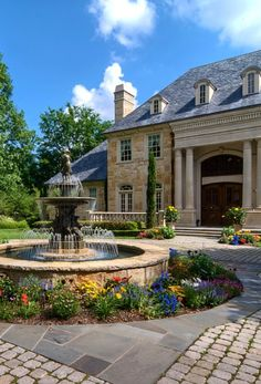 Traditional Home Circular Driveway Design Ideas, Pictures, Remodel And Decor