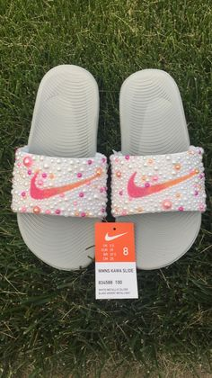 Customized by SprinkleMyFeet! You can find us on FB @SprinkleMyFeet or Instagram @sprinkle_myfeet Nike Flats, Nike Slippers, Cute Nike Shoes, Cute Nikes, Summer Slippers, Cute Sneakers, Nike Shoes Outfits, Shoes Sneakers, Quinceanera Shoes